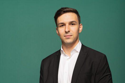 """Forbes 30 sub 30 – 2021   Alexandru Panait, E-PrimăriaTa: """"Aplicația furnizează un suport 100% digital pentru toată formularistica din administrația publică"""""""